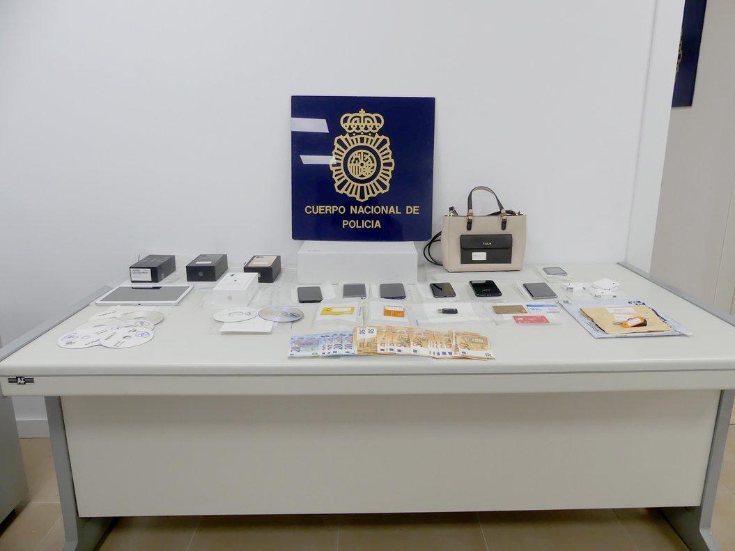 Dos detinguts a Terrassa acusats d'embutxacar-se més de 30.000 euros amb 38 estafes a través d'internet