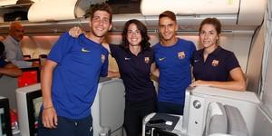 Fotografía del Barcelona con los capitanes del equipo masculino y femenino que han viajado a EEUU