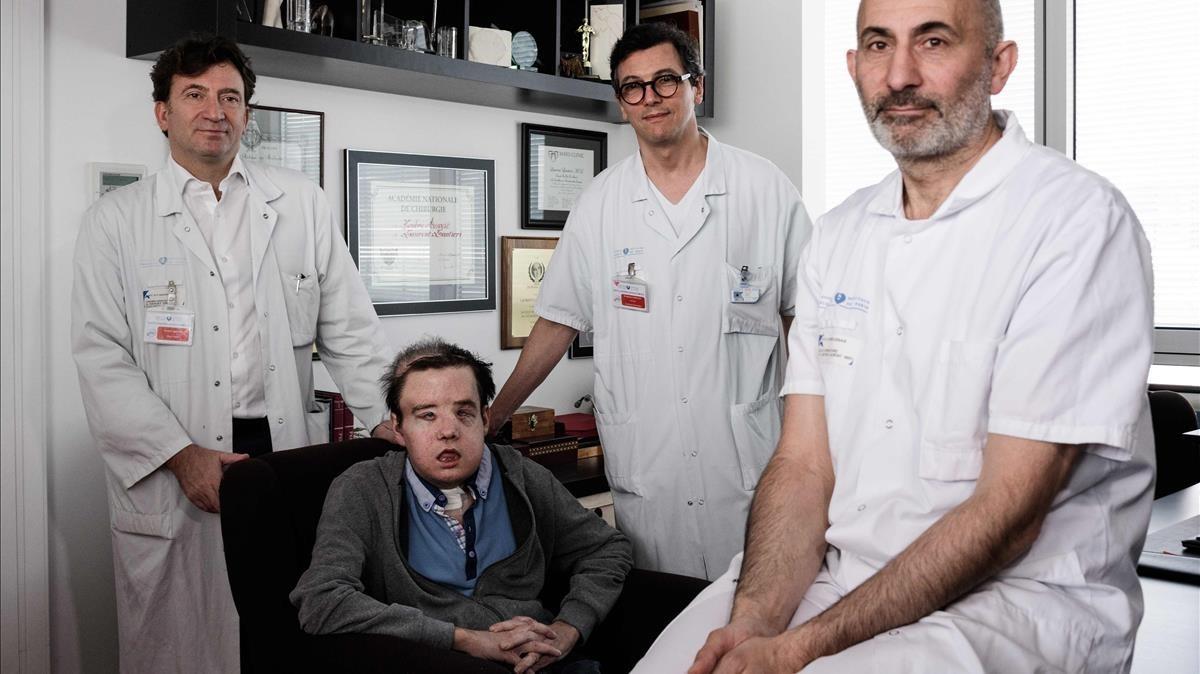 Un francés supera dos trasplantes totales de cara