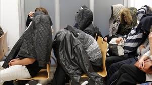 Algunos de los 38 acusados de pertenecer a la Mara Salvatrucha,en la Audiencia Provincial durante la celebracion del juicio.