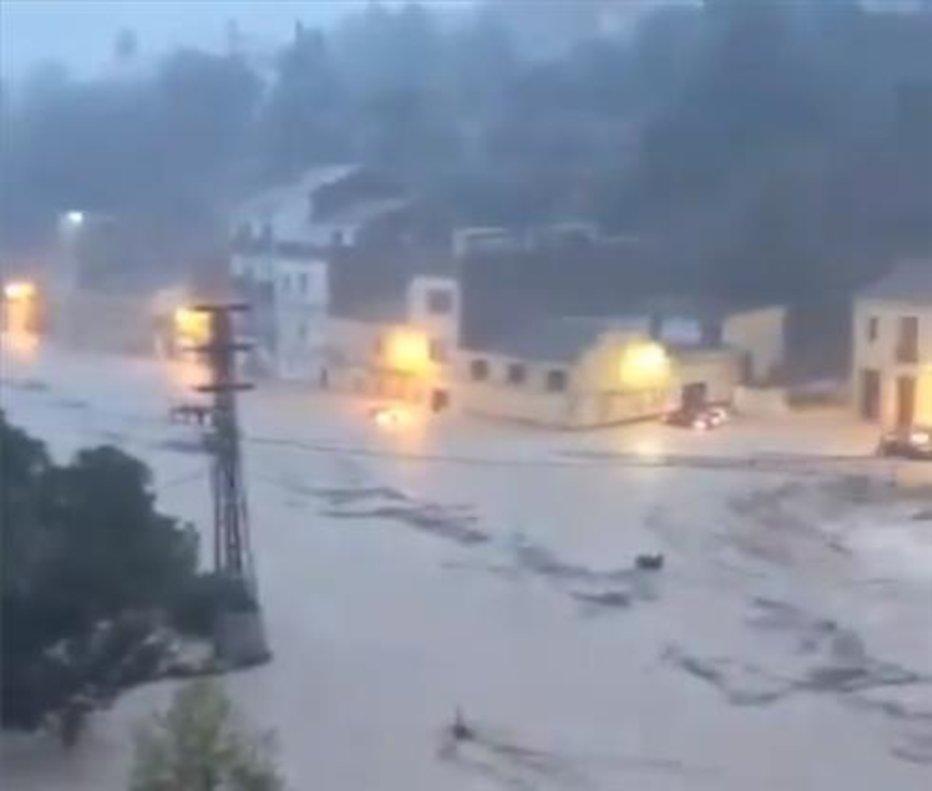 Vídeo | El riu Clariano es desborda al seu pas per Ontinyent (València)