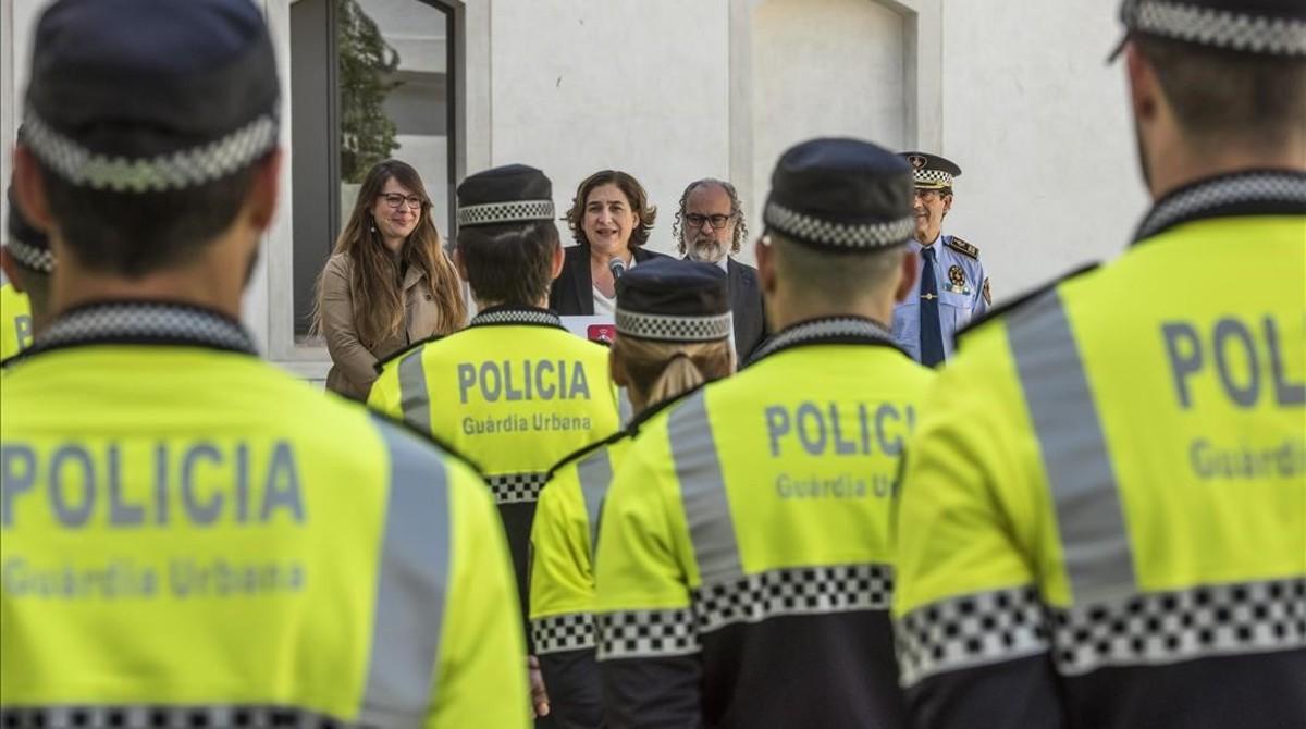 La alcaldesa de Barcelona, Ada Colau, durante la presentación de la nueva unidad de proximidad de la Guardia Urbana, el pasado 7 de abril.