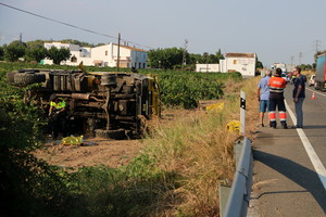 Imagen del accidente del camión de la ADF en la N-340 en lArboç.