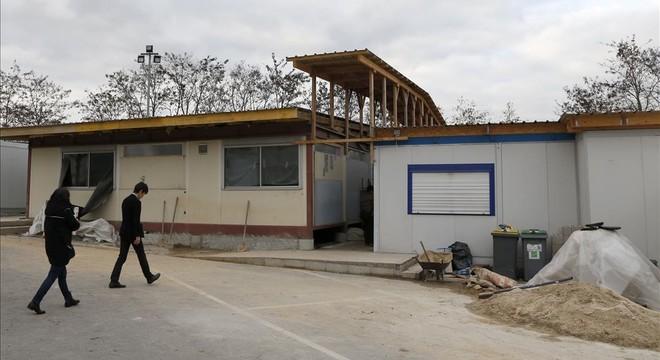 Francia cierra tres mezquitas radicales en la periferia de París y en Lyón