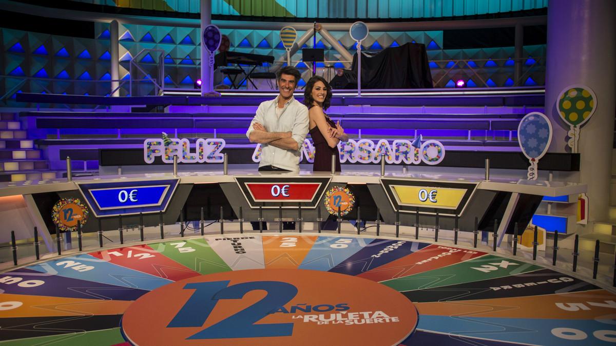 Jorge Fernández y Laura Moure en La ruleta de la suerte.