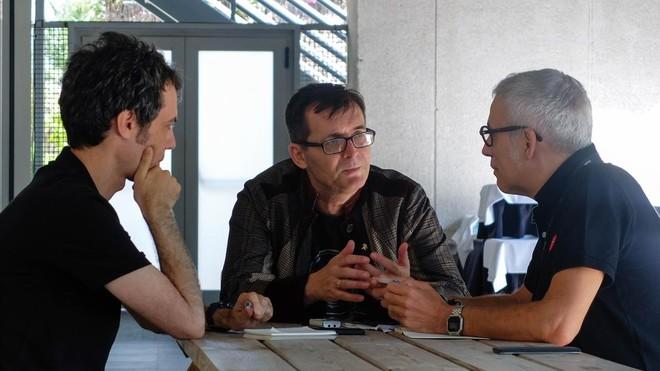 El director del Festival de Sitges, Ángel Sala (en el centro), con los cronistas de EL PERIÓDICO, Juan Manuel Freire (izquierda) y Julián García