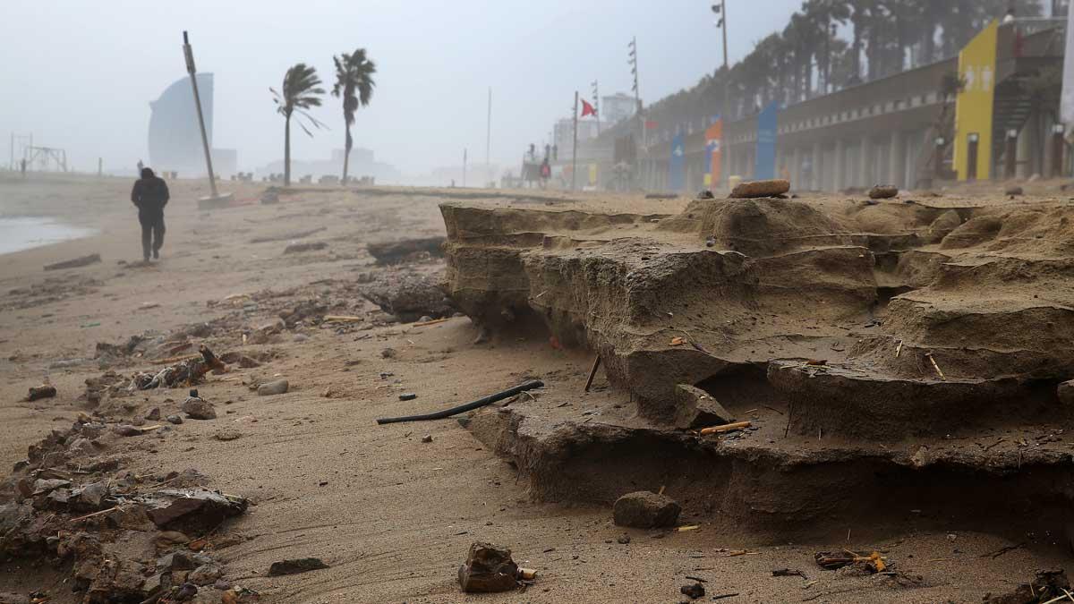 Las playas de Barcelona sufren las afectaciones más graves de los últimos 30 años