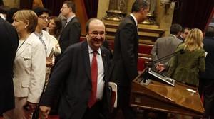 El líder del PSC, Miquel Iceta, en el Parlament.