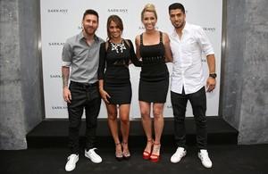 Leo Messi, Antonella Rocuzzo, Sofía Balbi y Luis Suárez.