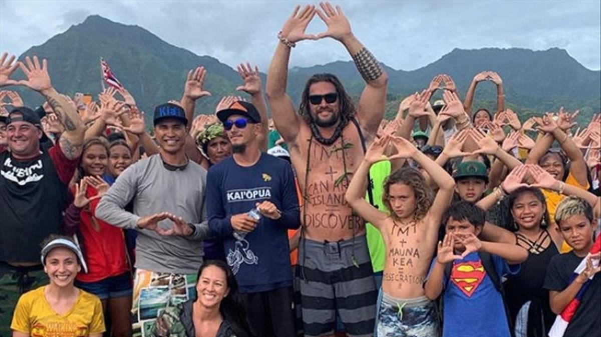Jason Momoa, durante una protesta en Hawái.