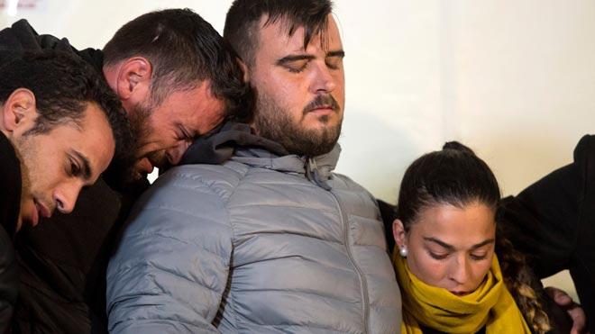 Los padres de Julen siguen minuto a minuto el rescate de su hijo del pozo de Totalán (Málaga).