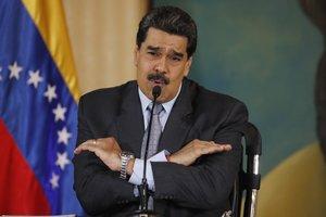 Nicolás Maduro intenta convencer a los venezolanos que Colombia está maquinando derrocarlo a la fuerza.