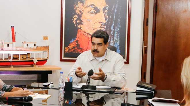 Maduro asegura que en Venezuela se está desarrollando un golpe de Estado eléctrico.