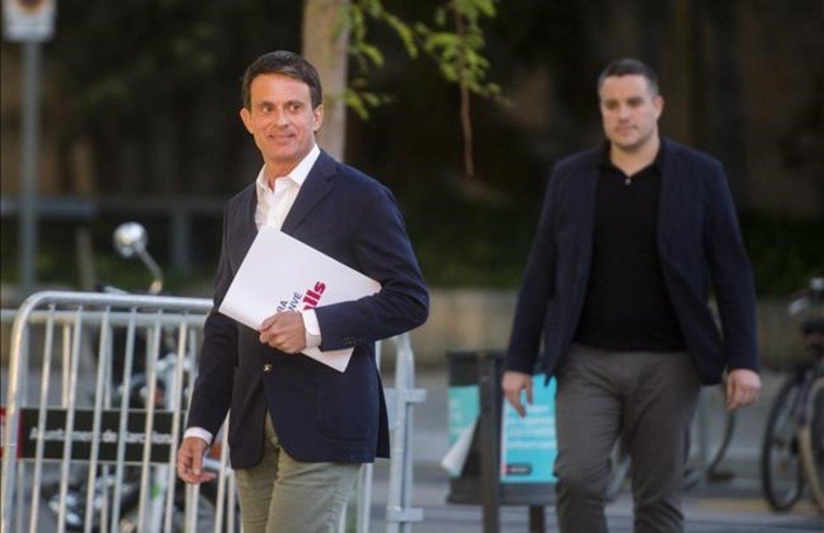 Manuel Valls, antes de empezar el debate en Betevé, el pasado martes.