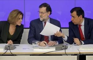 El presidente del PP, Mariano Rajoy, junto con otros miembros de la dirección conservadora este lunes en el Comité Ejecutivo popular.