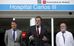Mariano Rajoy, presidente del Gobierno, junto al Presidente de la Comunidad de Madrid, Ignacio Gonzalez y el gerente del hospital La Paz, Rafael Perez Santamarina, durante la comparecencia en el hospital Carlos III.