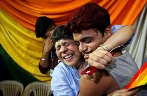 Miembros de la comunidad LGTB india celebran la sentenciadel Tribunal Supremo de la India que despenaliza las relaciones homosexuales.