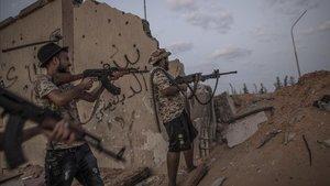 Milicianos que apoyan al Gobierno libio frente a las fuerzas de Haftar.