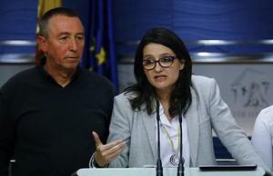 La portavoz de Compromís y vicepresidenta valenciana, Mónica Oltra, y el portavoz, Joan Baldoví, en el Congreso.