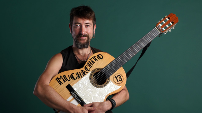 Muchachito interpreta 'Sin sentido' en versión acústica.