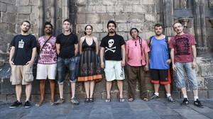 De izquierda a derecha, Carlos Delclós (sociólogo), Lil Bonzai (músico), Jesse Masterson (músico), Ingrid de la Torre (directora de 'Sin permiso'),Fabián Barrero (editor del documental), Papa Orbe Ortiz (músico),Kachafaz (músico) yJoaquín Ortega (actor).