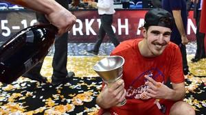 Nando de Colo posa feliz tras conquistar la Euroliga