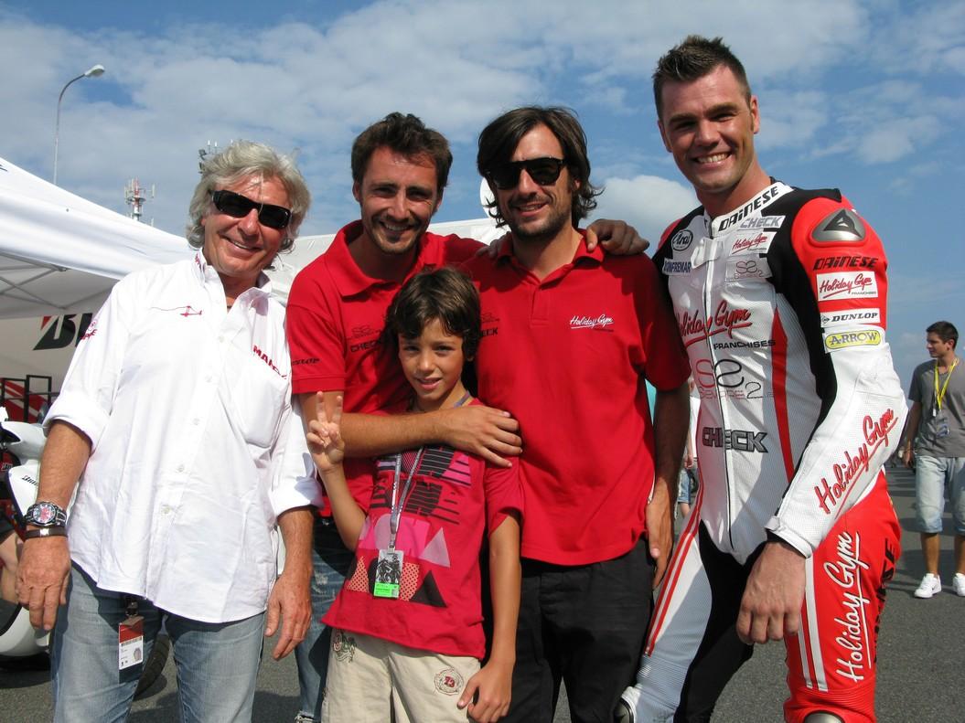 Con sus hijos y su sobrino Fonsi.