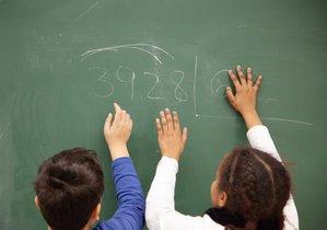 Menores en una escuela.