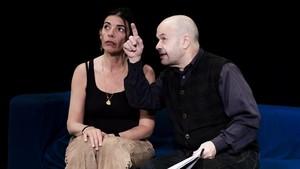 Núria Casas y Mingo Ràfols, en una escena de Ara que ho tenim tot.