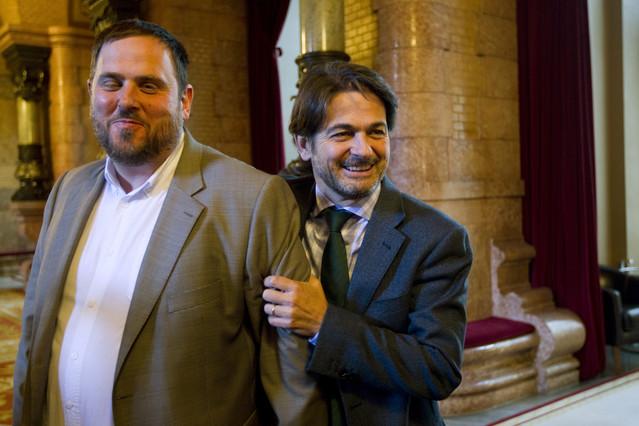 Oriol Junqueras y Oriol Pujol Ferrusola, en los pasillos del Parlament, en abril del 2012.
