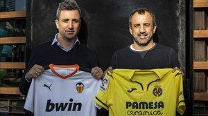 Óscar y Quique Álvarez posan con las camisetas de sus respectivos equipos.