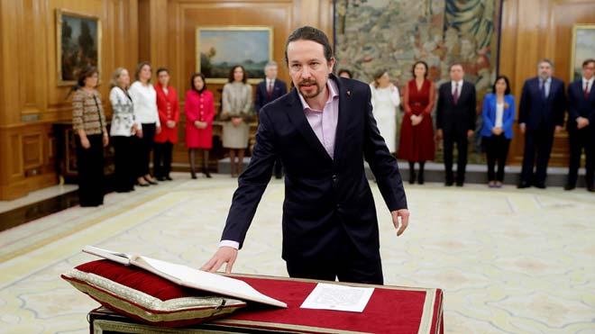 Pablo Iglesias promete su cargo como vicepresidente.