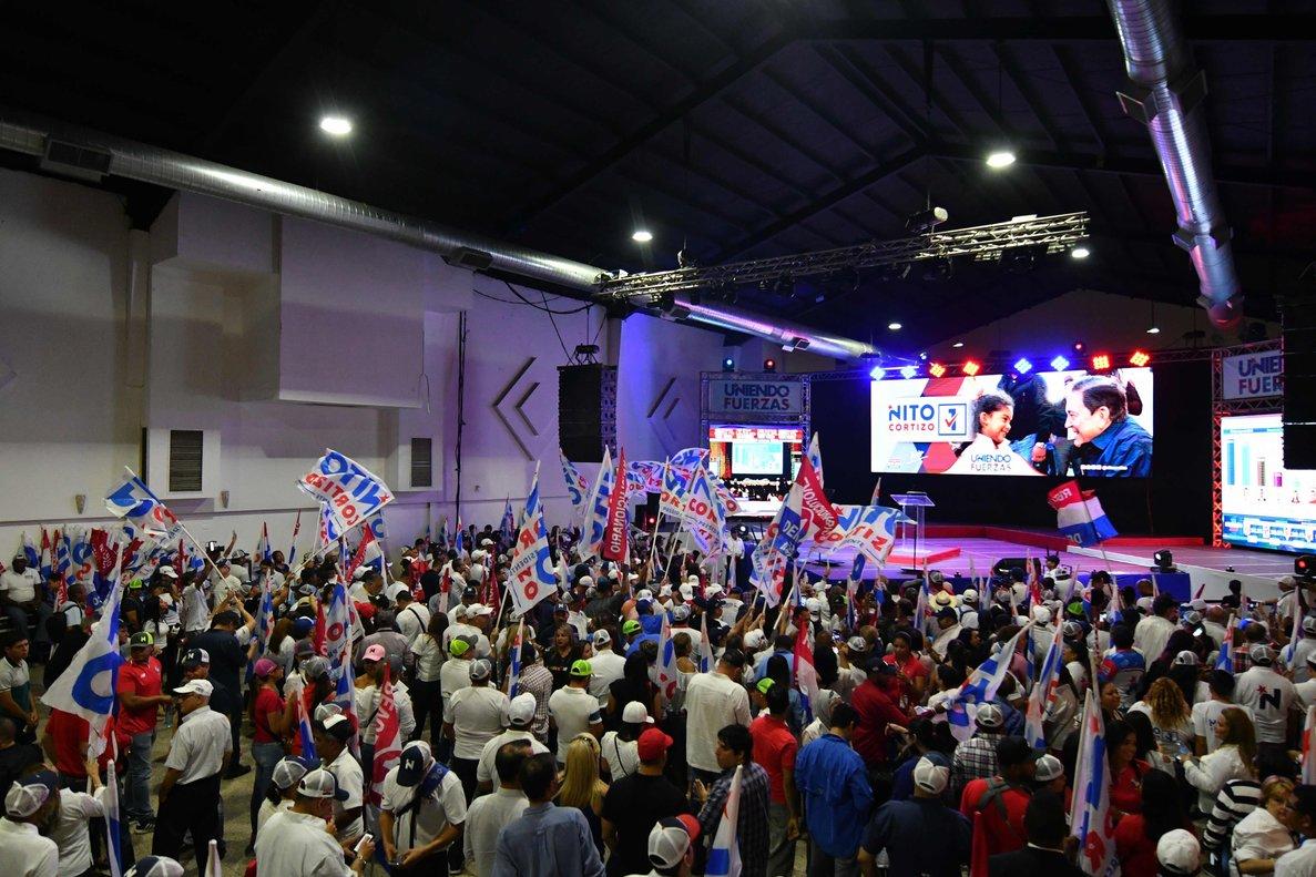 Simpatizantes del candidato opositor Laurentino Cortizo en Panamá.