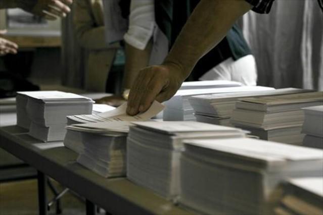 Papeletas en un colegio electoral de Barcelona el pasado 27-S.