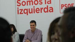 Pedro Sánchez, este lunes, al inicio de la reunión de la ejecutiva del PSOE.