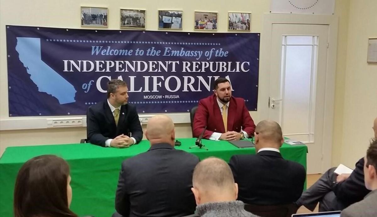 Presentación en Moscú de la 'Embajada de la República Independiente de California'.