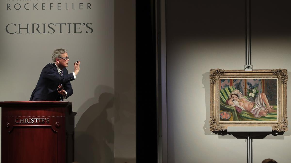 El presidente de Christies, Jussi Pylkkanen, en la subasta de Odalisque couchée aux magnolias, de Matisse
