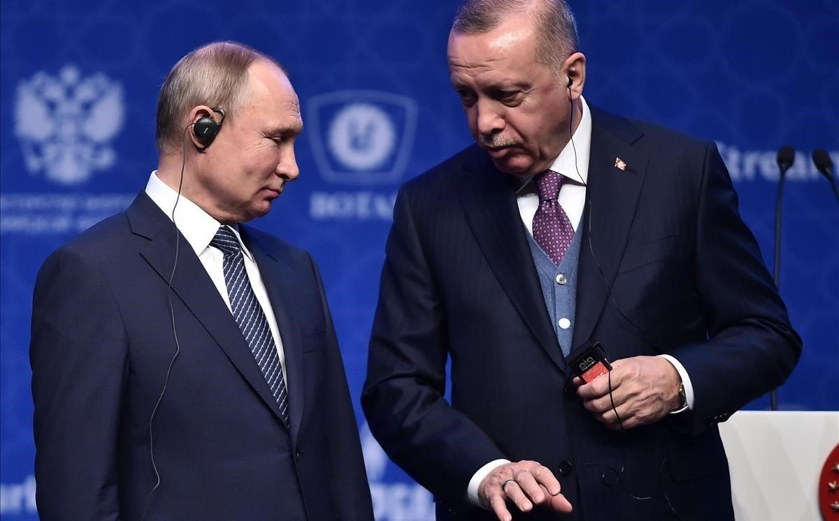 El presidente ruso, Vladimir Putin (izquierda), y su homólogo turco, REcep Tayyip Erdogan, durante la inauguración del nuevo gasoducto, en Estambul.