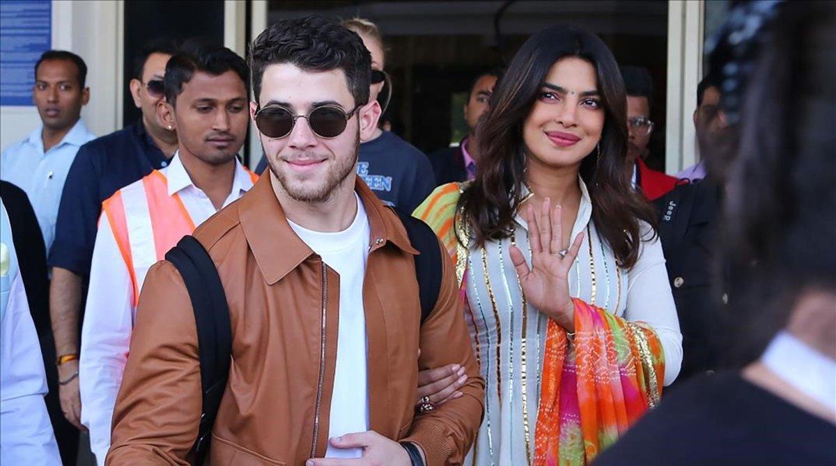 Priyanka Chopra y Nick Jonas, a su llegada a Jodhpur (India), el jueves.