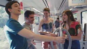 Unos jóvenes viajan en un tren de FGC en el programa 'Pròxima estació', de TV-3.