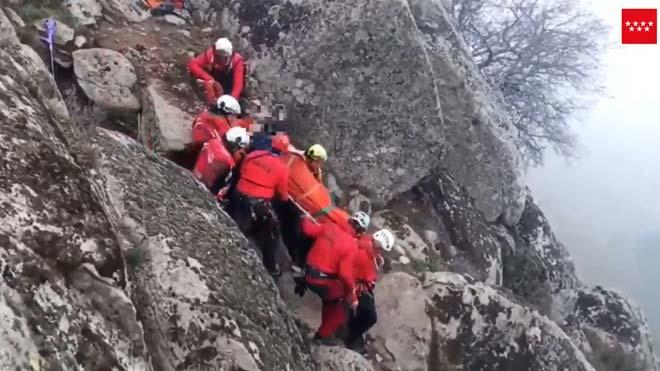 Rescatado un excursionista en el Pico de La Almenara (Madrid).