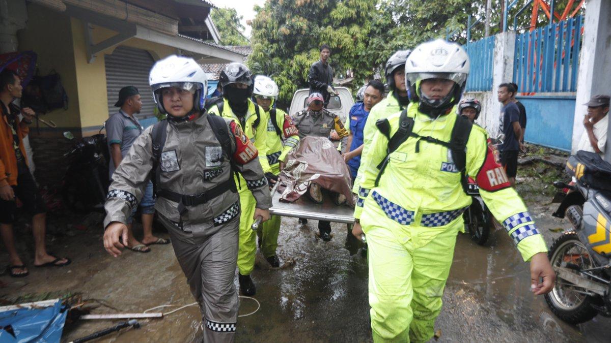 Operaciones de rescate en Indonesia.