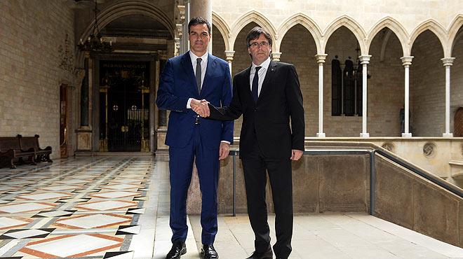 Pedro Sánchez y Carles Puigdemont se han reunido en el Palau de la Generalitat.