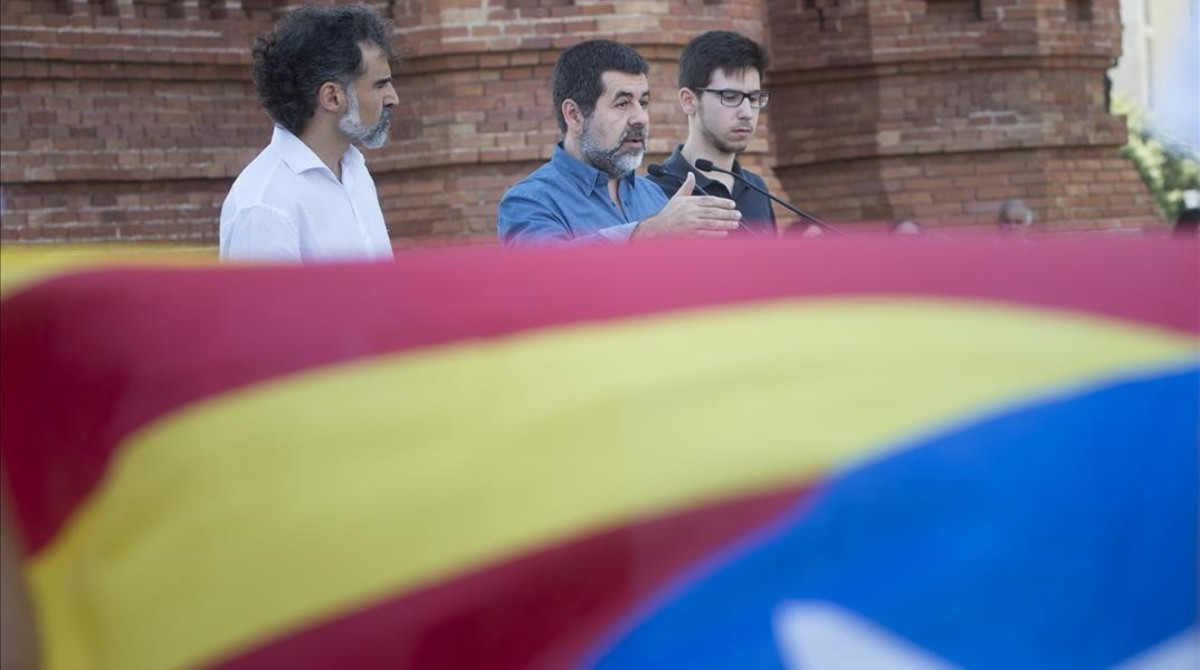 Jordi Cuixart (Òmnium), Jordi Sànchez (ANC) y Oriol Codina, coordinador de la movilización de la Diada, este martes.