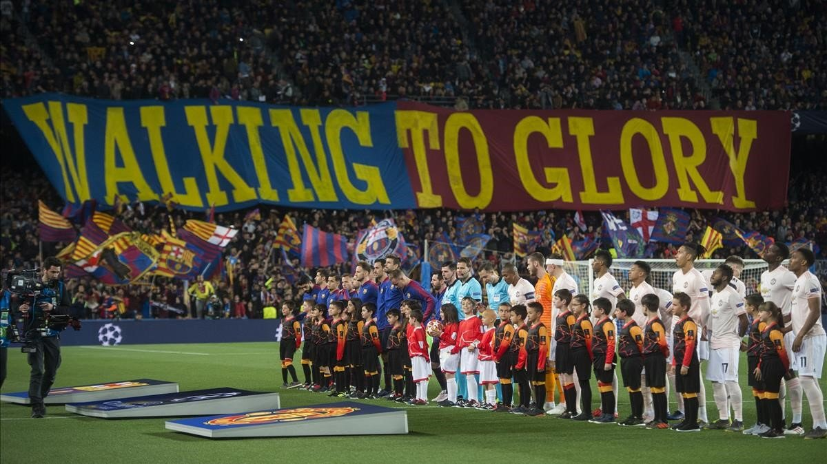 d0b46e727d39f La grada azulgrana animando al equipo durante el partido ante el United.