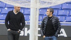 Abelardo y Valverde charlan, este viernes, en el RCDE Stadium.