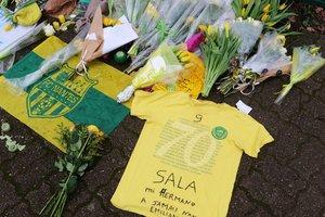 Homenaje a Emiliano Sala durante el entrenamiento del Nantes de este viernes.