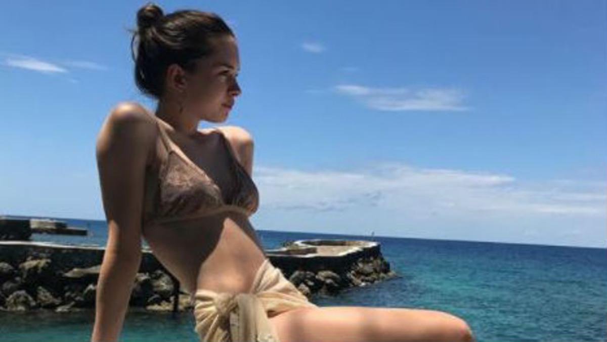 Stella del Carmen posando en bikini en la foto de Instagram.