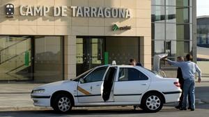 Un taxi, en la estación del AVE Camp de Tarragona.