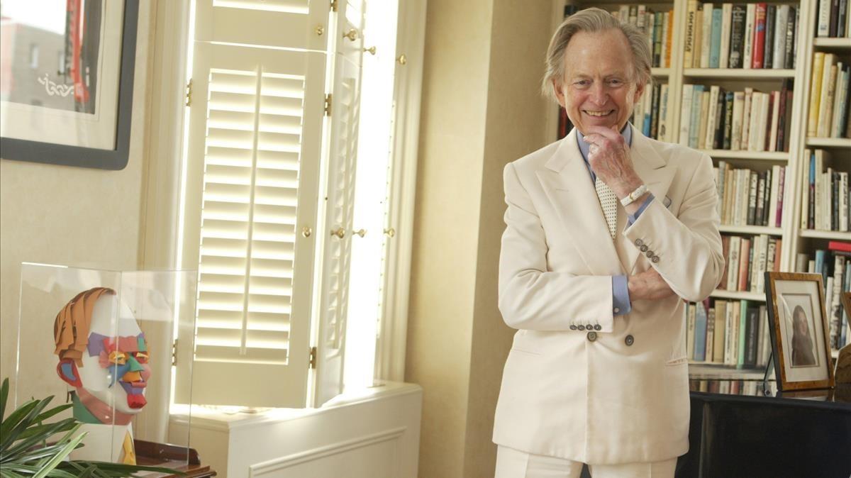 Tom Wolfe, con su habitual traje blanco.